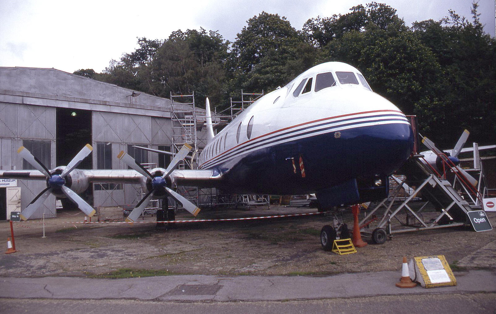 Vickers 803 Viscount (G-APIM) in October 1993