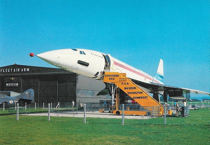 Concorde 002, G-BSST positioned outside